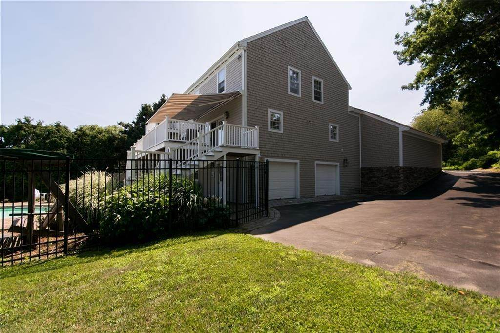 3. Single Family Homes at 126 EMMANUEL Drive Portsmouth, Rhode Island 02871 United States