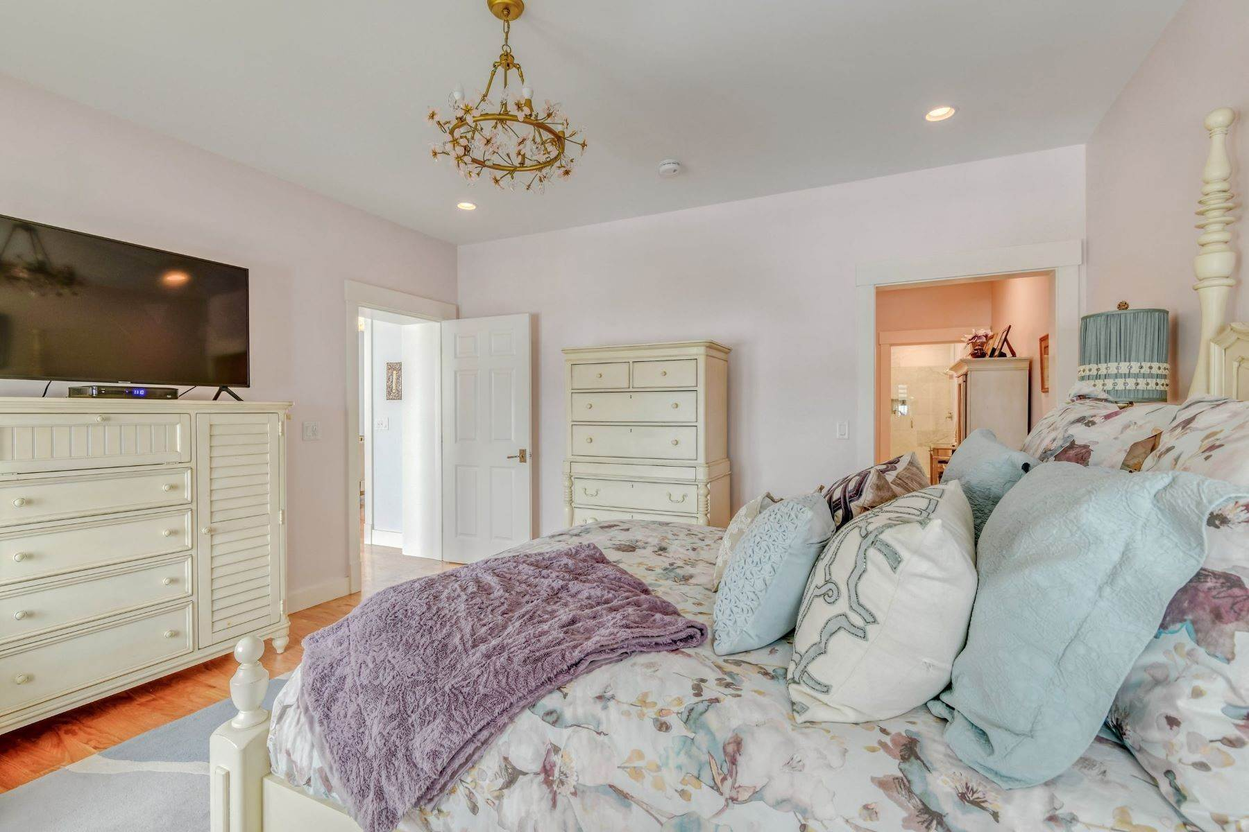 22. Condominiums for Sale at Immaculate Townhome at The Villages 41 Yardarm Drive Tiverton, Rhode Island 02878 United States