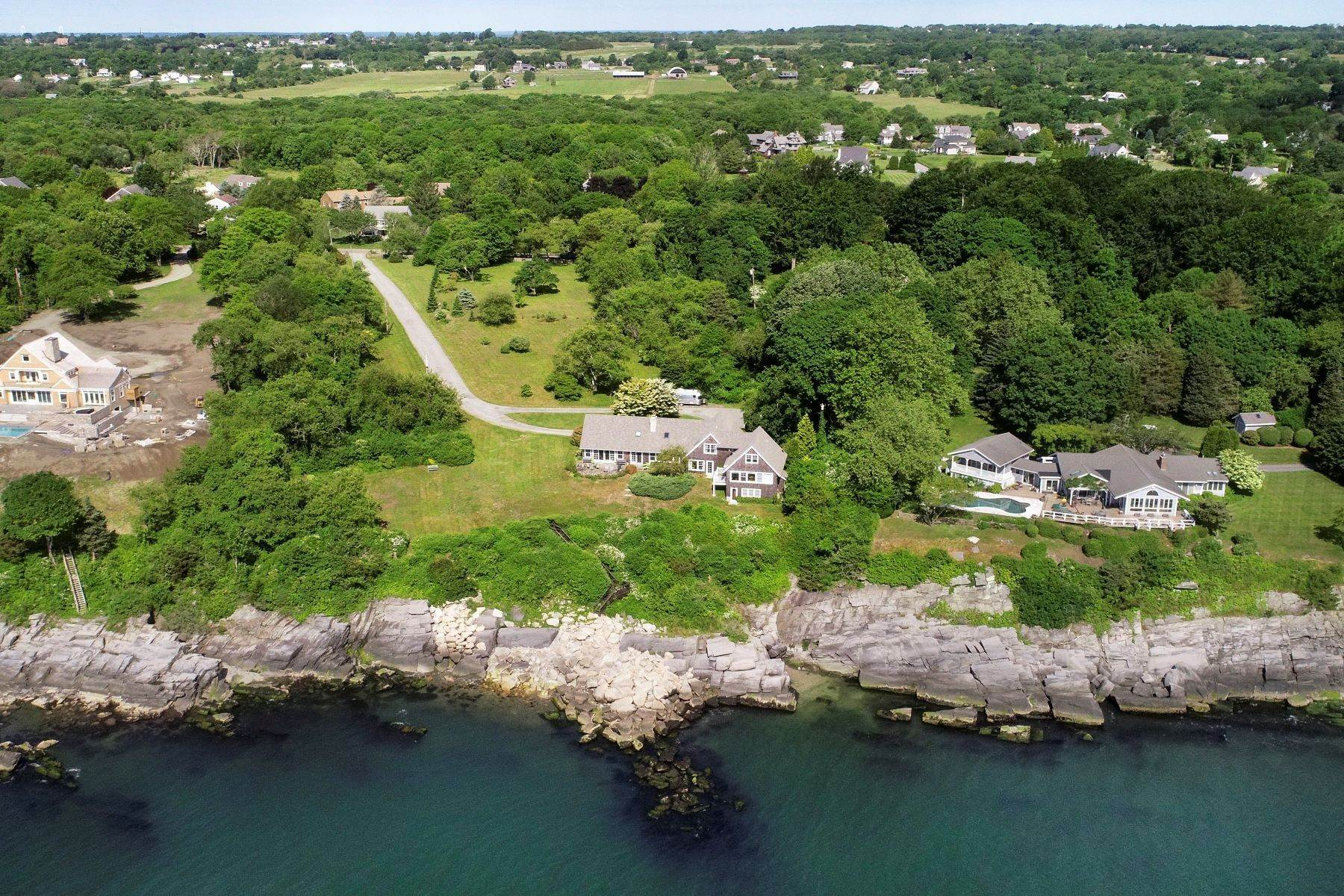 44. Single Family Homes for Sale at 391 Indian Avenue Portsmouth, Rhode Island 02871 United States