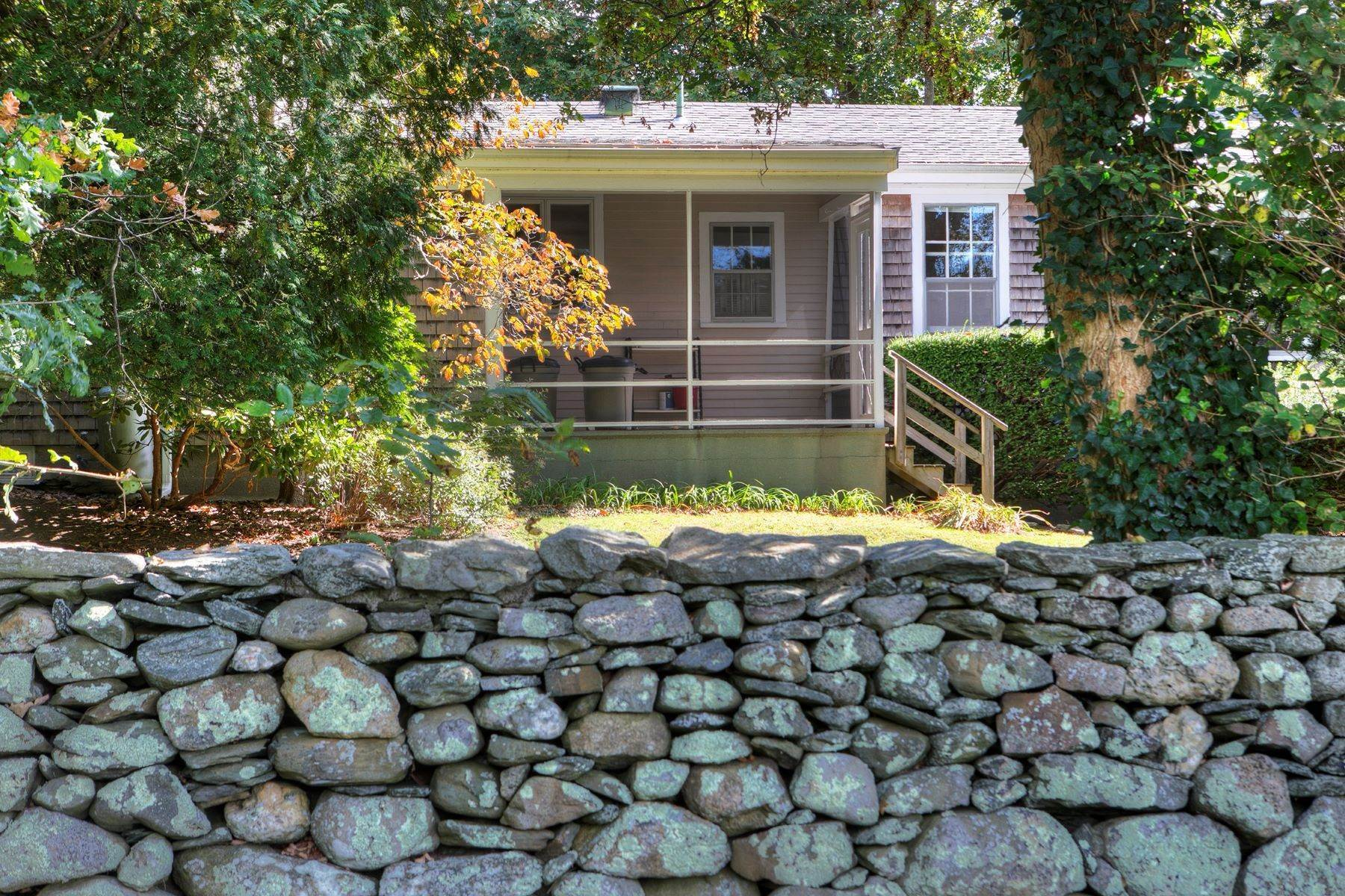 23. Single Family Homes for Sale at The Glen 297 Glen Road Portsmouth, Rhode Island 02871 United States