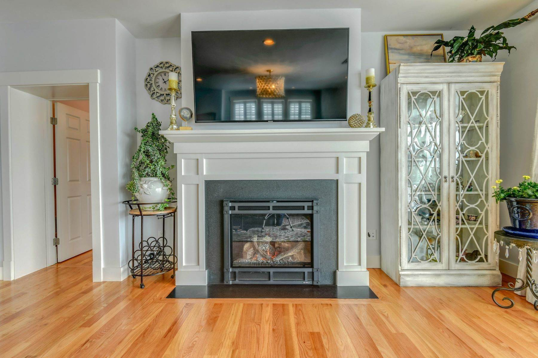 20. Condominiums for Sale at Immaculate Townhome at The Villages 41 Yardarm Drive Tiverton, Rhode Island 02878 United States