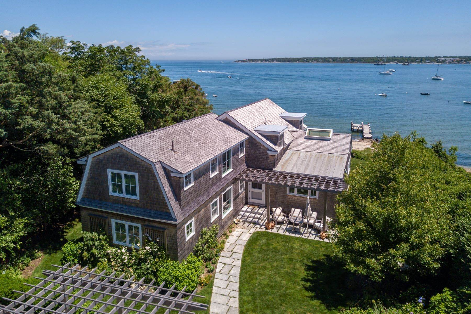 Single Family Homes 为 销售 在 Harborfront Vineyard Haven home with private dock and sandy beach 88 Hatch Road 温亚德港, 马萨诸塞州 02568 美国