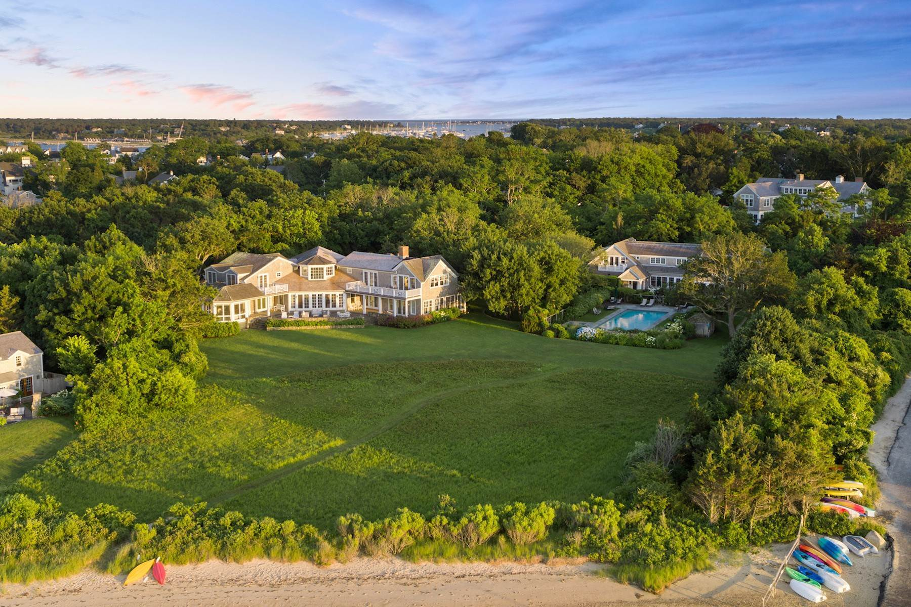 Single Family Homes 为 销售 在 Private Edgartown Waterfront Compound 8 Tuthill Lane, 27 Braley's Way 埃德加敦, 马萨诸塞州 02539 美国