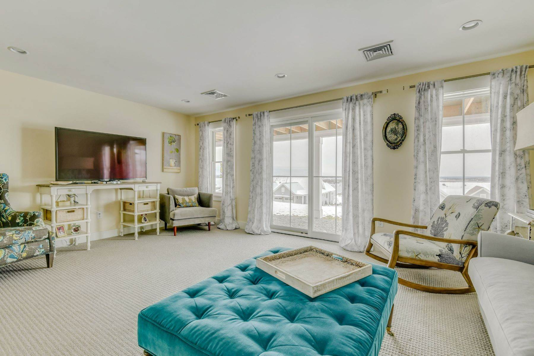 25. Condominiums for Sale at Immaculate Townhome at The Villages 41 Yardarm Drive Tiverton, Rhode Island 02878 United States