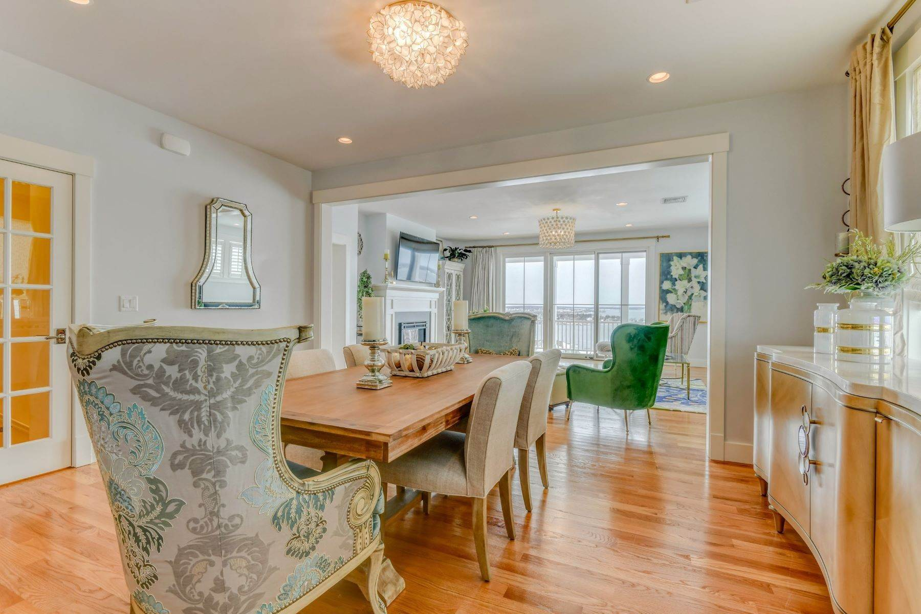 11. Condominiums for Sale at Immaculate Townhome at The Villages 41 Yardarm Drive Tiverton, Rhode Island 02878 United States