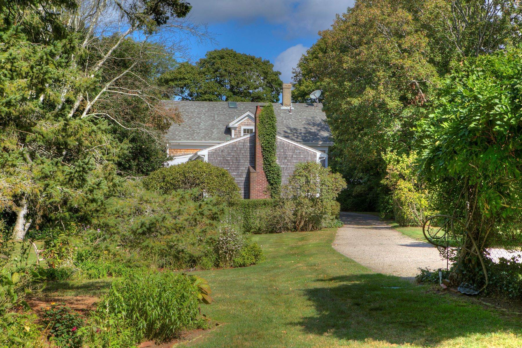 27. Single Family Homes for Sale at The Glen 297 Glen Road Portsmouth, Rhode Island 02871 United States