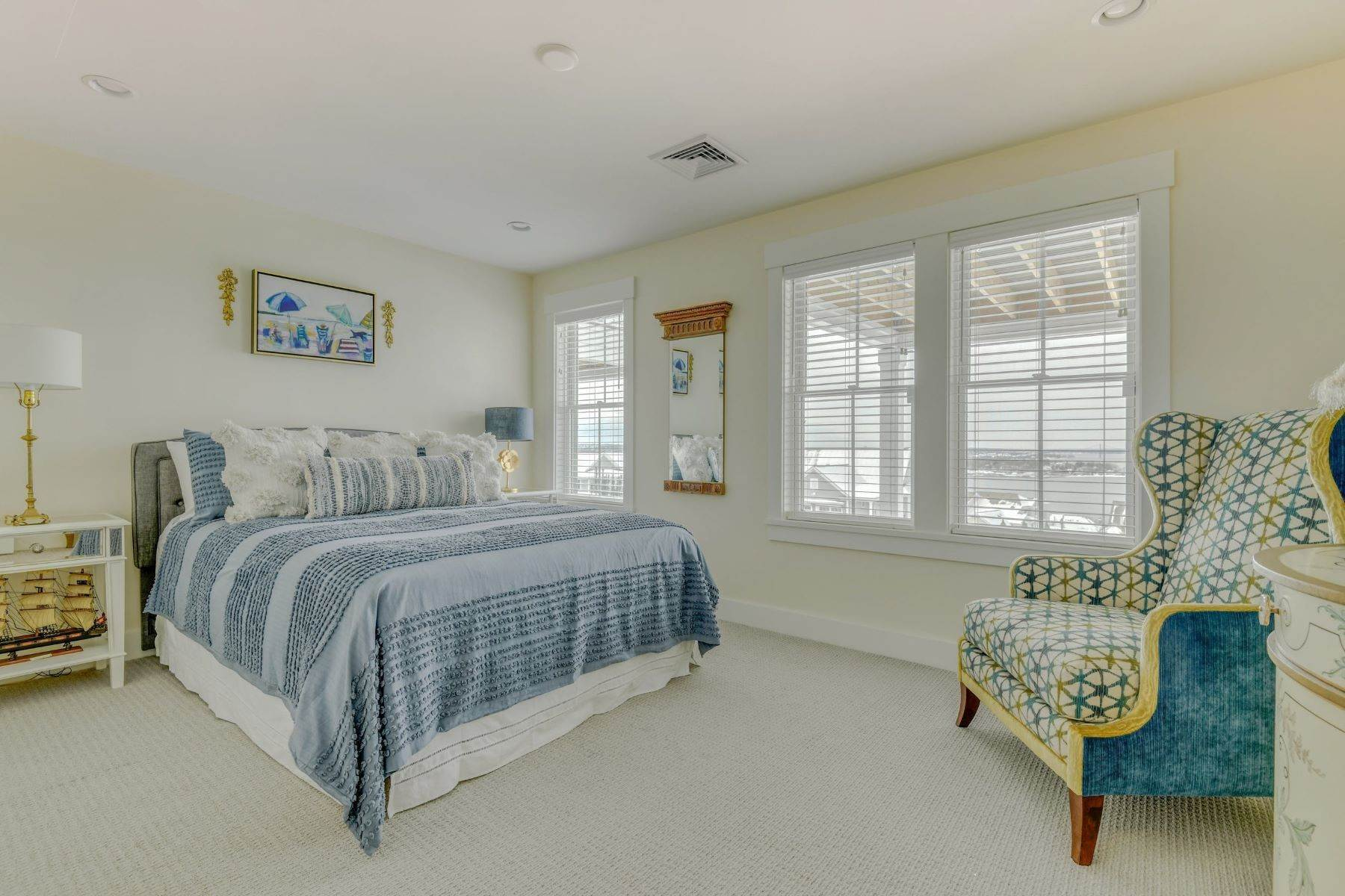 27. Condominiums for Sale at Immaculate Townhome at The Villages 41 Yardarm Drive Tiverton, Rhode Island 02878 United States