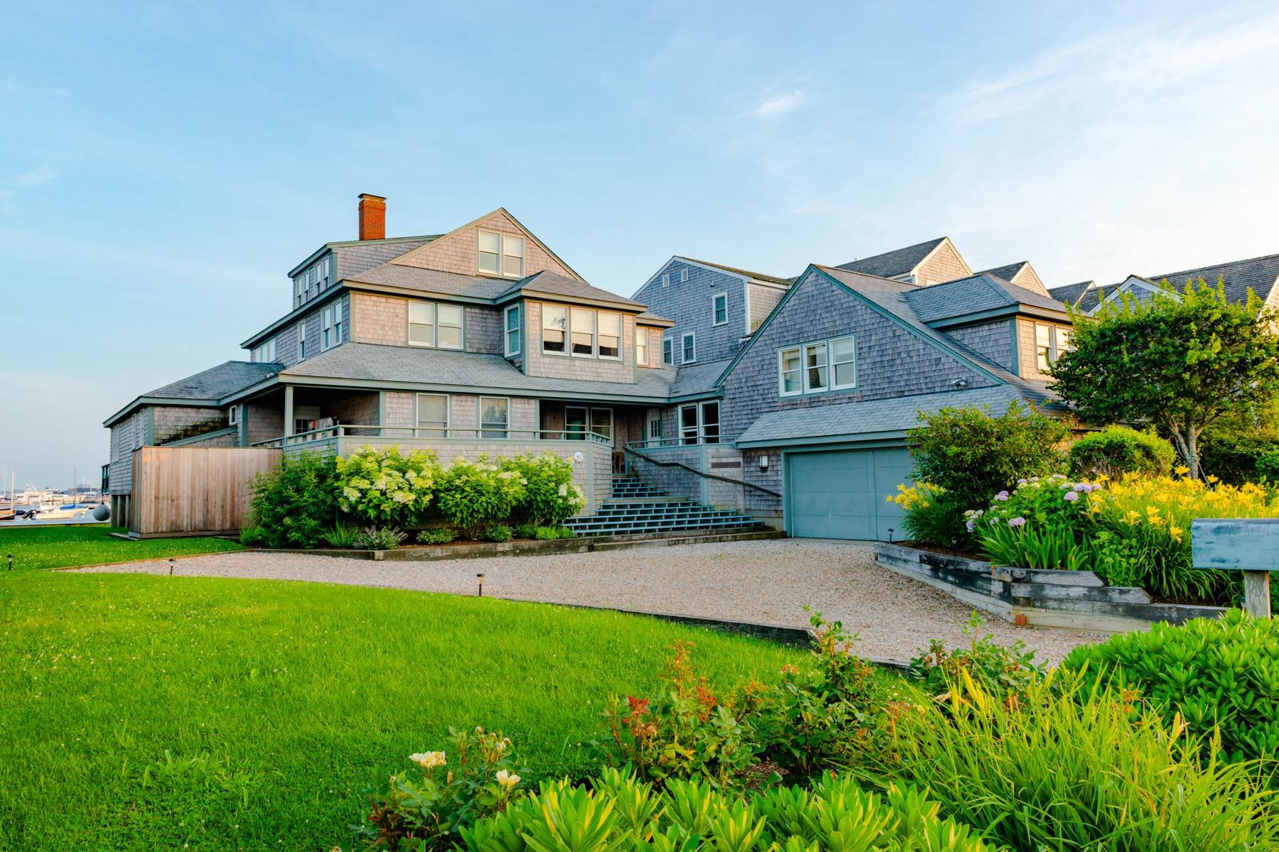 Single Family Homes 为 销售 在 Ultimate Nantucket Water Front 40 Easton Street 楠塔基特岛, 马萨诸塞州 02554 美国