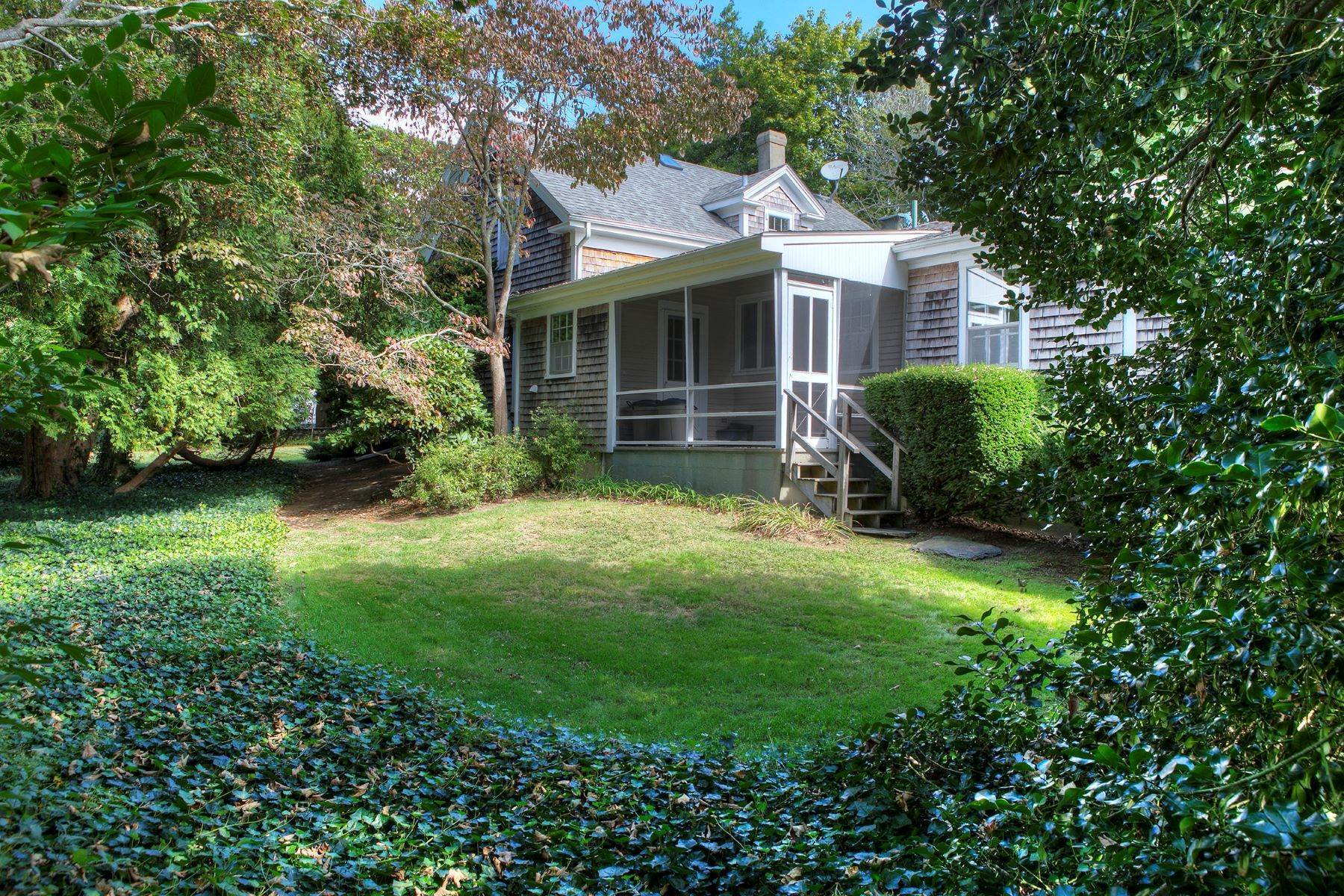 24. Single Family Homes for Sale at The Glen 297 Glen Road Portsmouth, Rhode Island 02871 United States