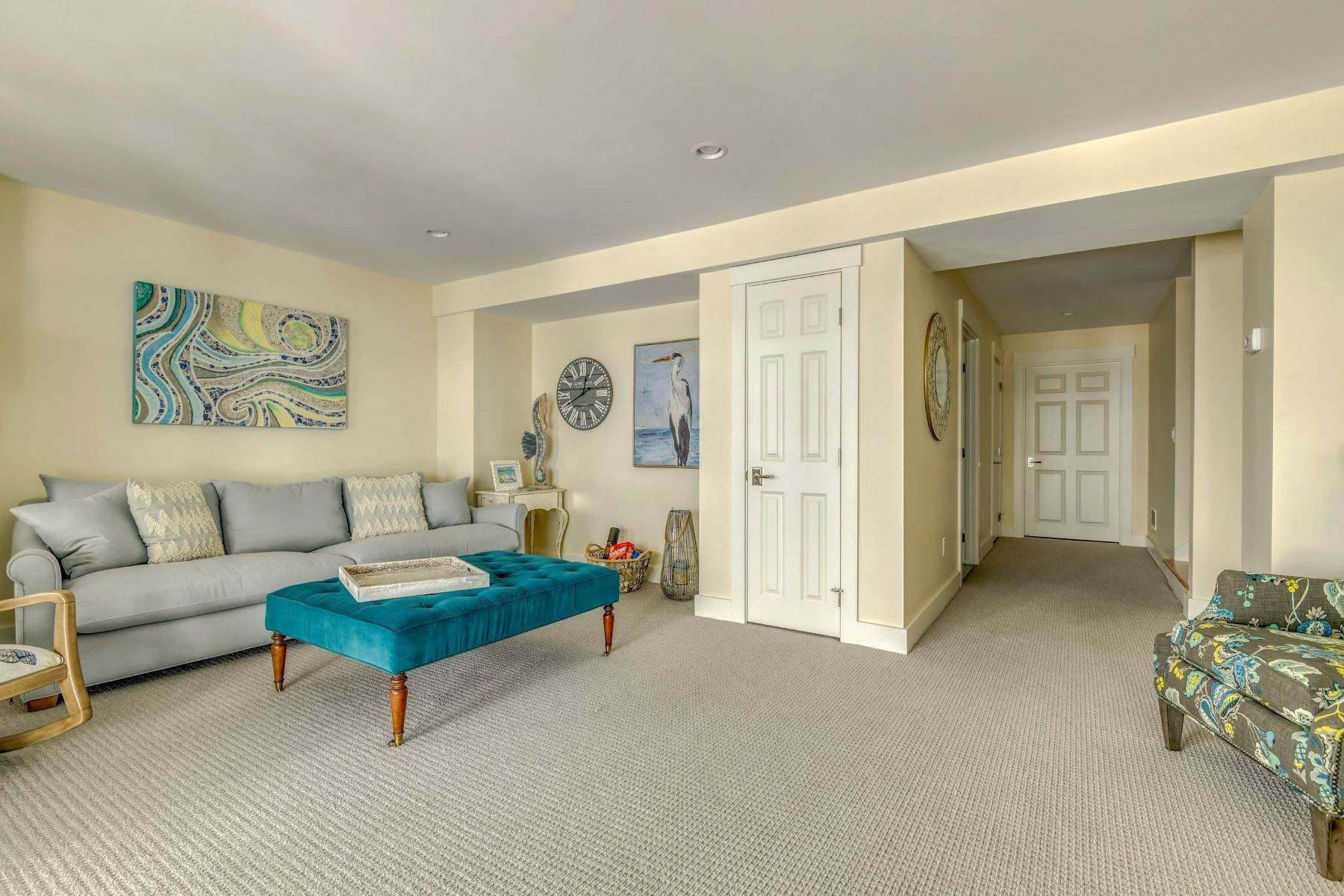 26. Condominiums for Sale at Immaculate Townhome at The Villages 41 Yardarm Drive Tiverton, Rhode Island 02878 United States