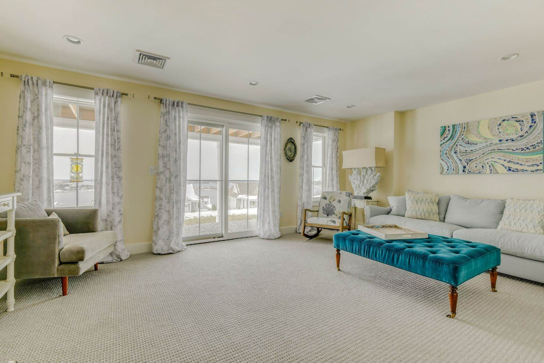24. Condominiums for Sale at Immaculate Townhome at The Villages 41 Yardarm Drive Tiverton, Rhode Island 02878 United States