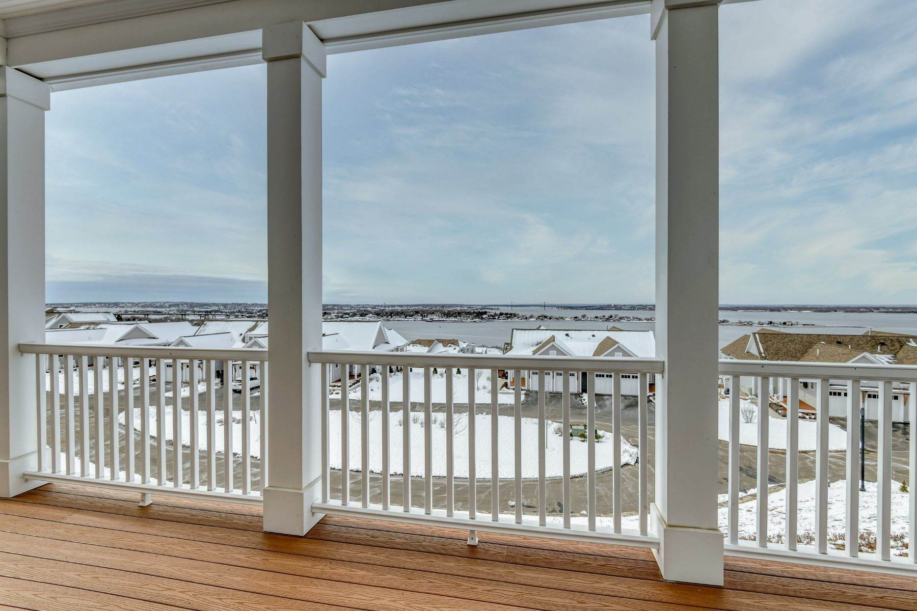 30. Condominiums for Sale at Immaculate Townhome at The Villages 41 Yardarm Drive Tiverton, Rhode Island 02878 United States