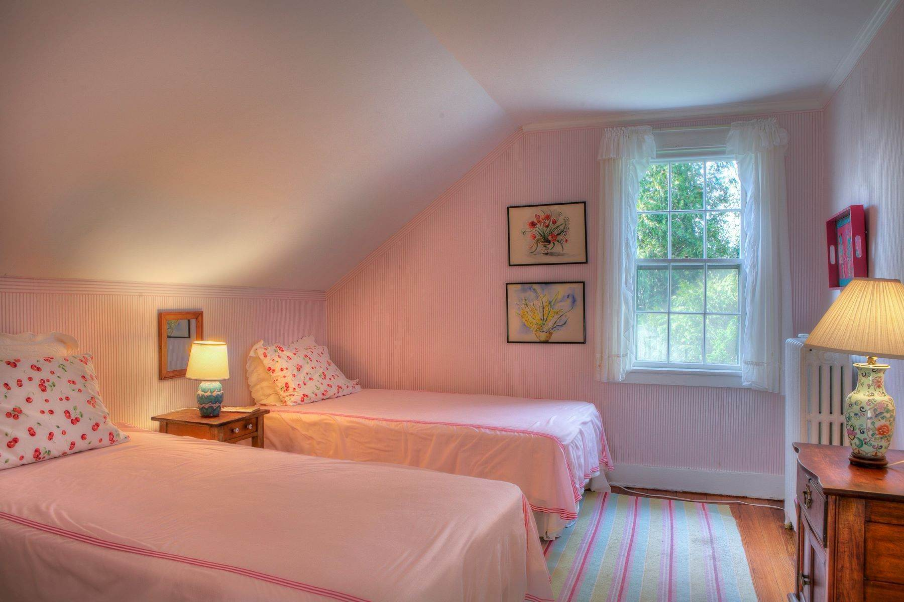 19. Single Family Homes for Sale at The Glen 297 Glen Road Portsmouth, Rhode Island 02871 United States