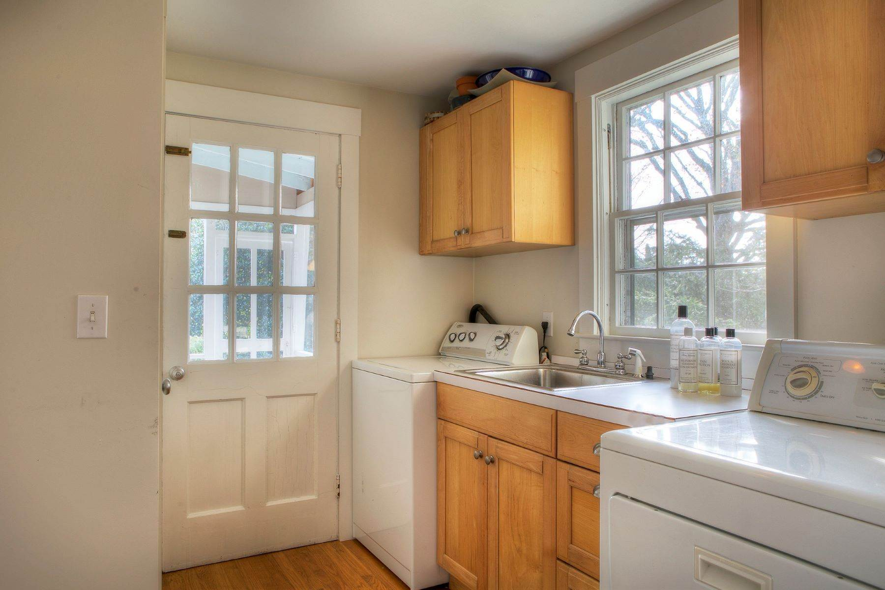 8. Single Family Homes for Sale at The Glen 297 Glen Road Portsmouth, Rhode Island 02871 United States