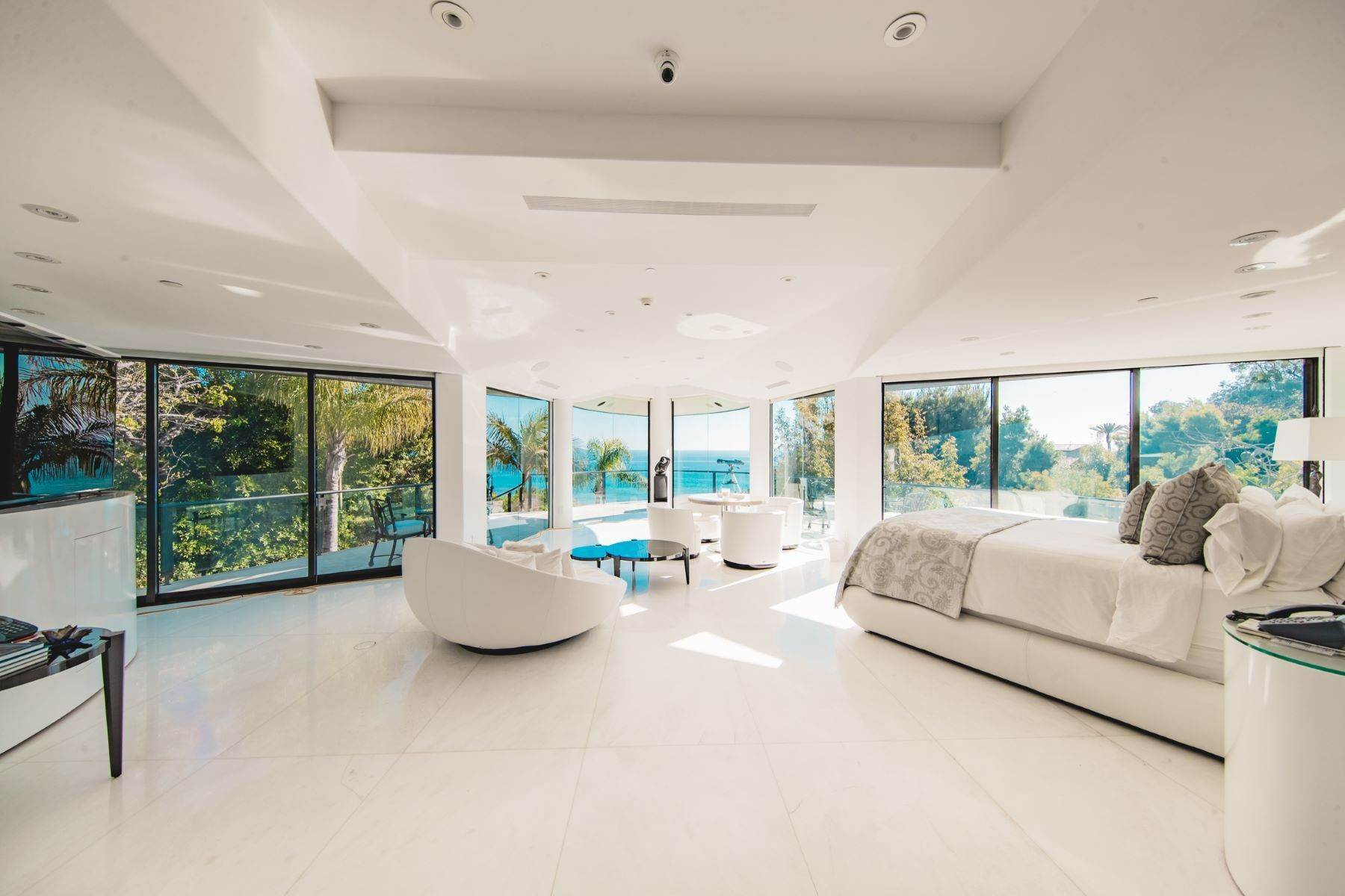 8. Single Family Homes for Sale at Mar de Amor 27930 Pacific Coast Highway Malibu, California 90265 United States
