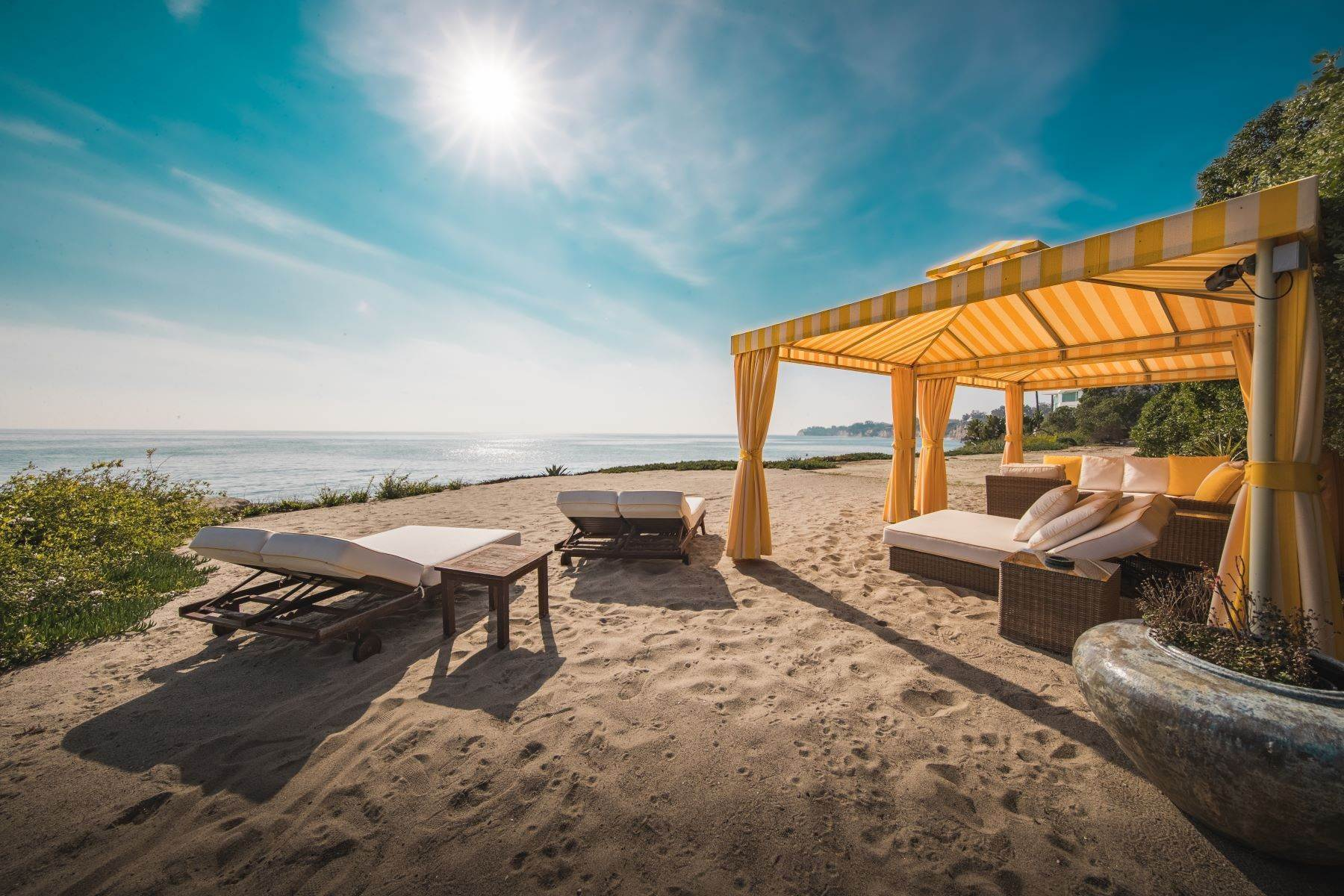 22. Single Family Homes for Sale at Mar de Amor 27930 Pacific Coast Highway Malibu, California 90265 United States