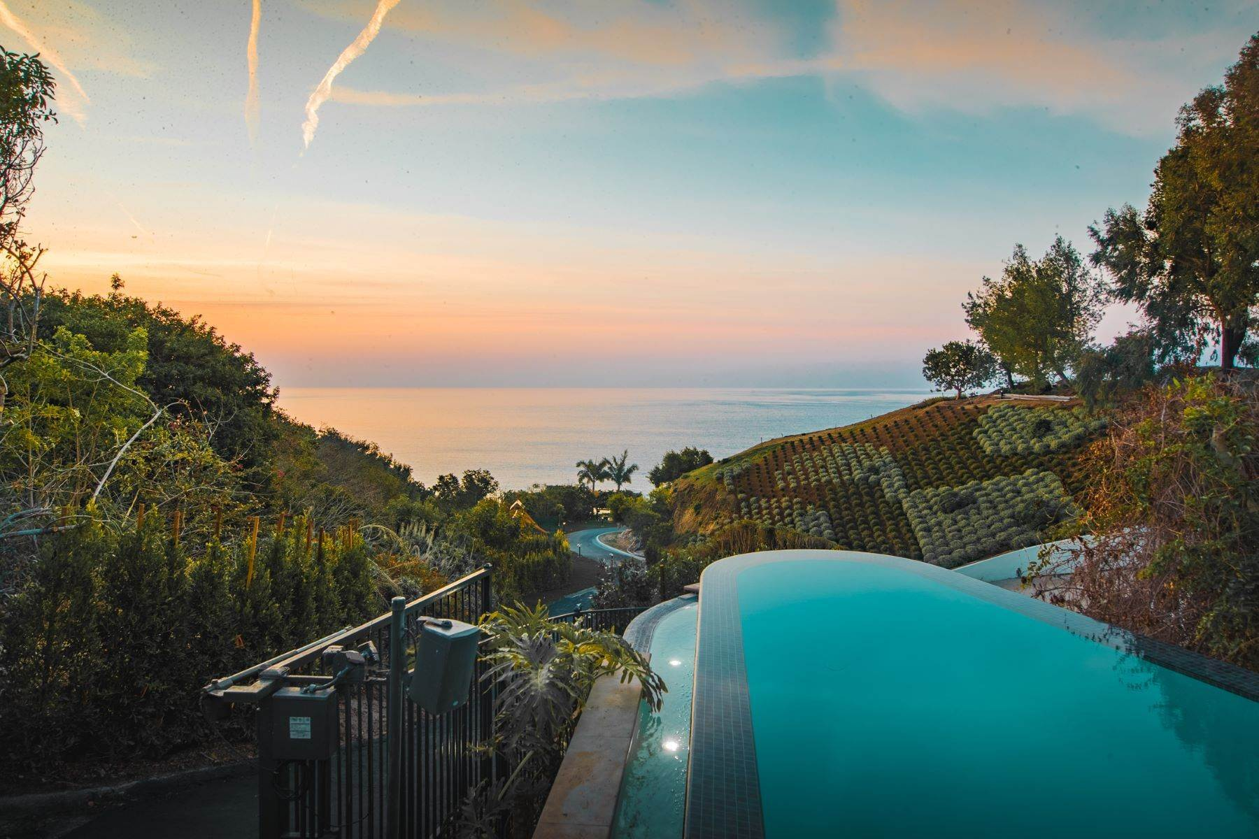 17. Single Family Homes for Sale at Mar de Amor 27930 Pacific Coast Highway Malibu, California 90265 United States
