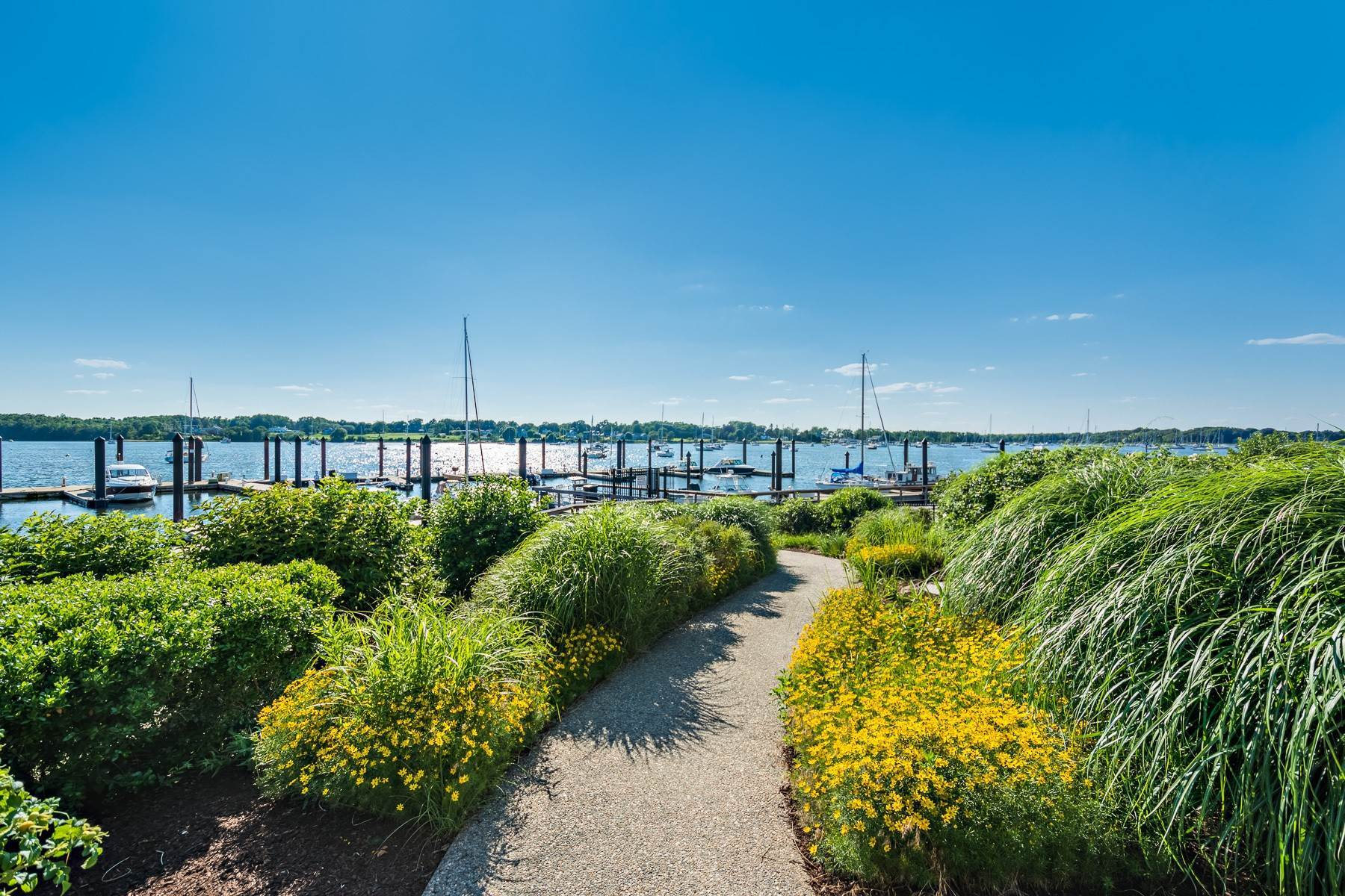 6. Condominiums for Sale at 341 THAMES ST, UNIT#303S, 303S Bristol, Rhode Island 02809 United States