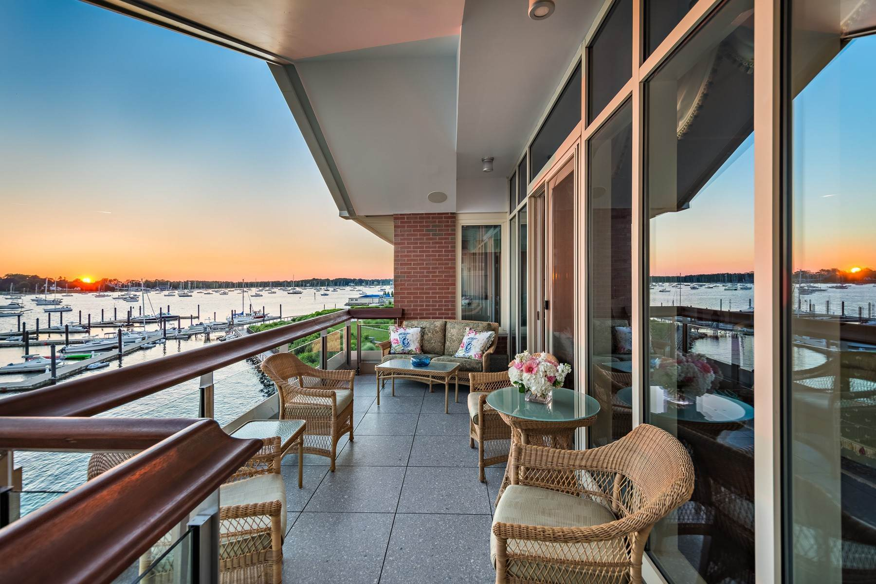 9. Condominiums for Sale at 341 THAMES ST, UNIT#303S, 303S Bristol, Rhode Island 02809 United States