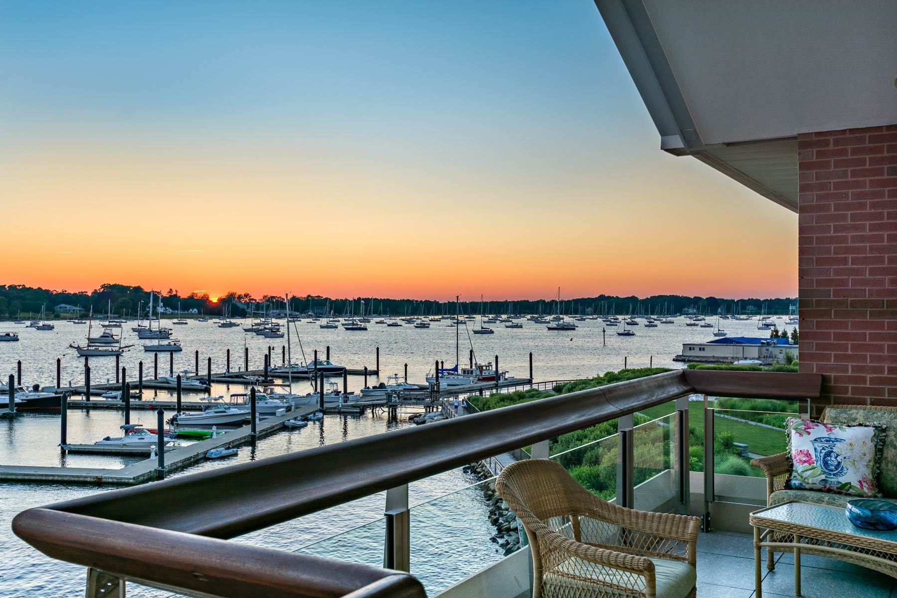 35. Condominiums for Sale at 341 THAMES ST, UNIT#303S, 303S Bristol, Rhode Island 02809 United States